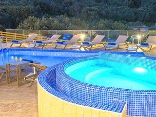 Villa Etesians with Heated Pool and Jazuzzi
