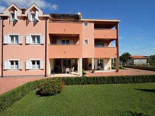 Nevidane Apartment Sleeps 5 with Pool and Air Con - 5828316