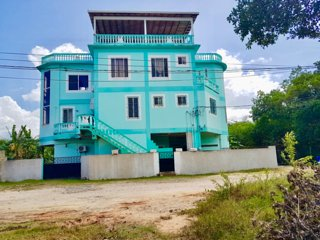 See Belize SEA VIEW BAY Studio with SWIMMING POOL, OVERWATER & POOLSIDE DECKS...