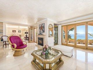 """Villa Ensueno d""""Alcanada. Spectacular villa with sea views and pool."""