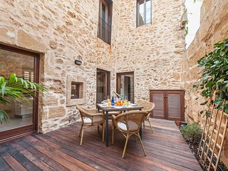 Ca sa Pedra. Wonderful House genuine and with history in Alcudia.
