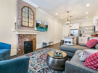 Hosteeva | Luxury 3BR Steps to St. Charles Ave