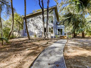 Dog friendly home w/ an enclosed yard, pool deck, & private pool