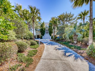 Charming oceanfront home w/ private pool overlooking the beach!