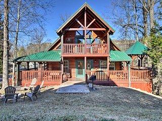 Downtown Gatlinburg Lodge w/ Hot Tub & Game Room!