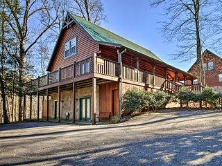 NEW! Dtwn Gatlinburg Lodge w/Hot Tub & Game Room!