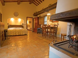 'Quercia House'. Romantic house in old Tuscan style in the heart of Val d'Orcia