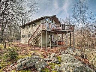 Lake Harmony Home: Deck, BBQ & Ideal Location!
