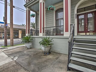 NEW! Updated Historic Apt; Walk to St Charles Ave!