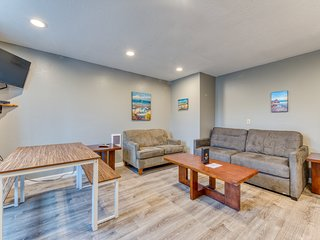 Dog-friendly motel suite with kitchen located near the beach & downtown!