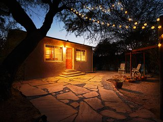 TUCSON MEETS THE WORLD Private, Quiet, Comfortable in Sam Hughes Neighborhood