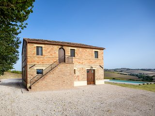 Luxury Marche Villa with heated swimming pool and panoramic views