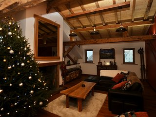 Luxury Ski Chalet in the Beautiful Village of Les Avanchers, Valmorel.