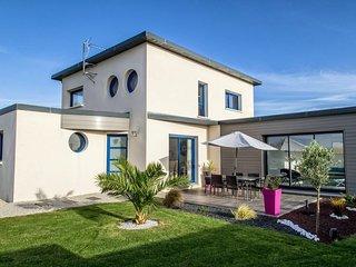 Villa cosy 300 m plages, piscine intér, bar vue mer, cheminée, GR34, 4 CH, 3 SDB