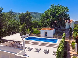 VILLA PROVOS, 3 en-suite bedrooms, sauna, 40 sqm pool, sandy beach (7km), 8 pax