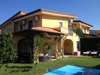Beautiful villa 15 Pizzo Beach Club with private garden
