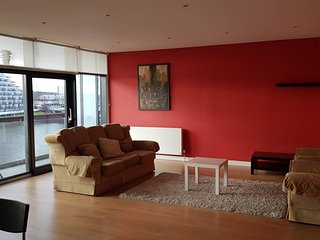 River View Apartment With Private Car Park Near Hydro, City Centre