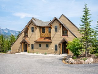Dog-friendly ski-in/out rental w/ private hot tub & shared pool