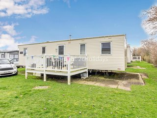 Luxury caravan for hire with decking on Skipsea Sands holiday park ref 41169WF