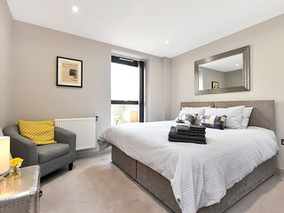 Esquire Two Bed Terrace Apartment, Ealing