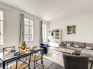 1008. IN THE HEART OF PARIS - 2BR FLAT STEPS FROM THE LOUVRE, CHATELET AND SEINE