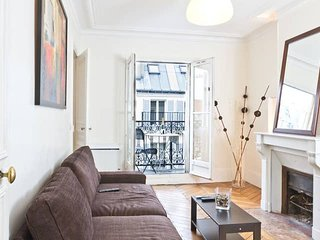 1016.COSY 1BR FLAT WITH BALCONY STEPS FROM THE RIVER SEINE