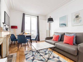 1018. LOVELY 1 BR FLAT BY THE SEINE AND LATIN QUARTER