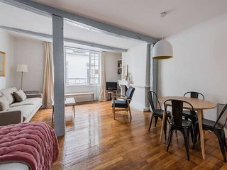 1038. SUPER LOCATION ON ILE SAINT LOUIS - UNIQUE STUDIO IN THE HEART OF PARIS!