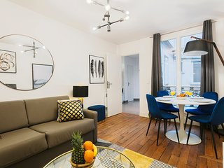 1092. LOVELY LATIN QUARTER 1BR STEPS FROM LA SEINE