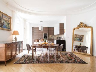 PARISIAN 3BR MINUTES FROM THE EIFFEL TOWER!