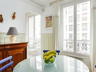 1055. COSY 2BR NEXT TO LE BON MARCHE IN ST GERMAIN!