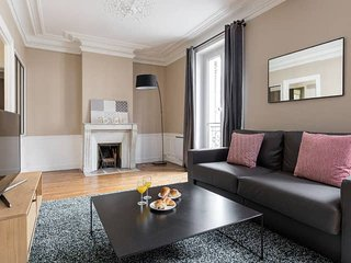 STYLISH AND SPACIOUS LEFT BANK LATIN QUARTER FLAT