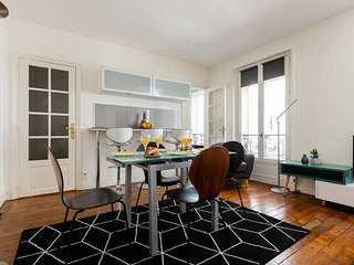 1080. HEART OF THE LEFT BANK BY ST GERMAIN DES PRES AND MONTPARNASSE- LOVELY 1BR