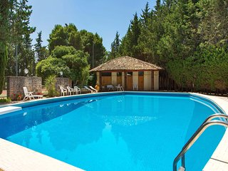 Lequile Villa Sleeps 11 with Pool Air Con and WiFi - 5827696