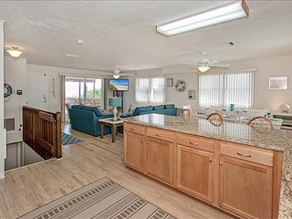 'Turtle's Nest', ocean front home with pool table. Sleeps 10. Right on the beach
