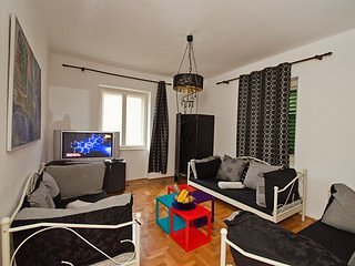 Spacious apartment in center of split with garden, grill and parking