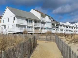 White Sands Village 5 - Oceanfront Townhome with Grill!