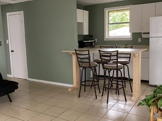 AFFORDABLE APARTMENT IN DOWNTOWN(2 Br/1 Bth) LIDO BEACH ( 5 people)