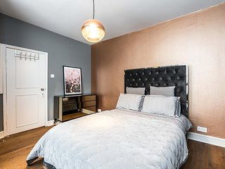 NEW Cosy 2BD Barons Court Garden Flat in the City