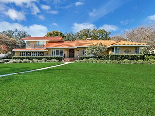 Luxury Garden estate! spacious home near Manatee river in historic area!