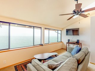 NEW LISTING! Family friendly, water front & view home w/ full kitchen & WiFi