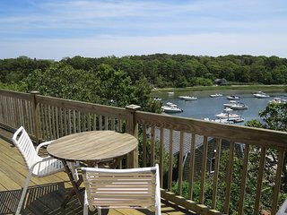 Cottage living with Oyster River views!