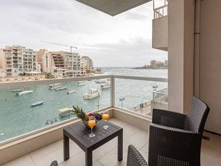 Spinola Bay 2BR flat with Sea Views and Terrace!