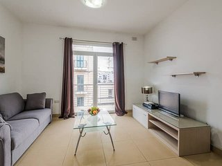 4062. NEAR THE SPINOLA BAY SEAFRONT - SAINT JULIAN'S 2BR FLAT WITH BALCONY!