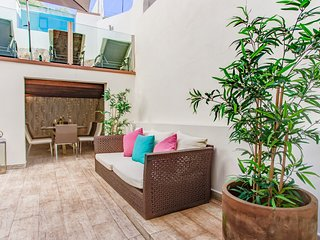 Boutique townhouse, modern, pool, WiFi