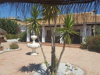 Villa Gloria- Delightful 3 bed Villa to rent near Lake Vinuela