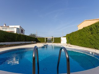 FAMILY HOUSE WITH GARDEN, SWIMING-POOL AND BBQ_TOFIÑO