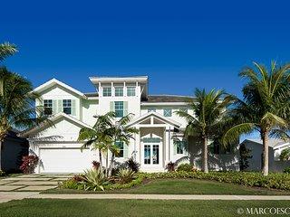 HERNANDO - Large 6 Bedroom Waterfront Island Estate, Walk to Tigertail Beach !