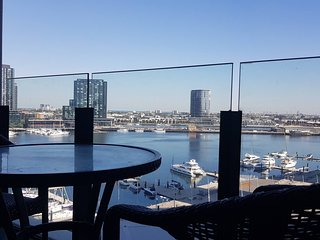 Docklands Style Apartment with 2 Bedroom 1008N