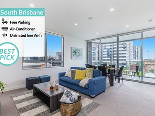 KOZYGURU  | South Brisbane | Luxury 2 Bed APT + Free Parking | ArtHouse